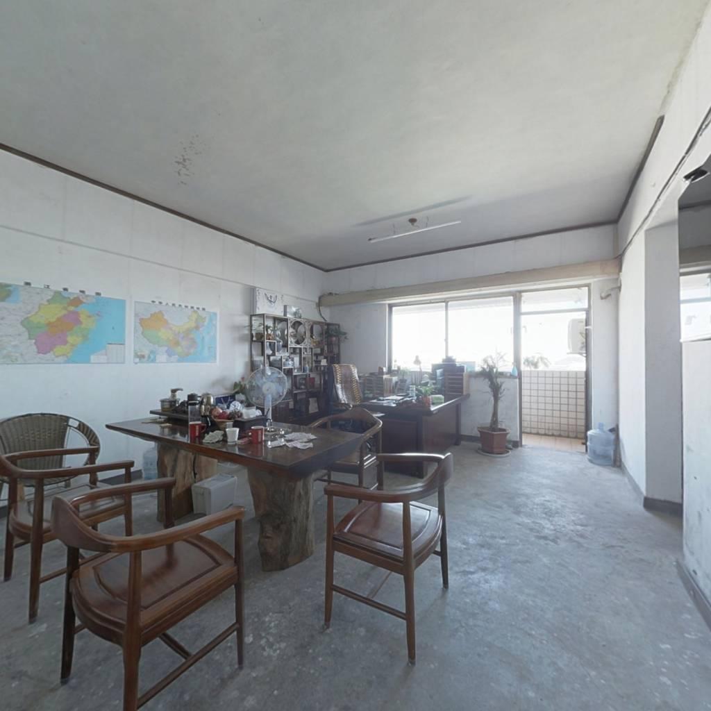 环球经贸大厦,,,楼层,,三个房间,房东诚售