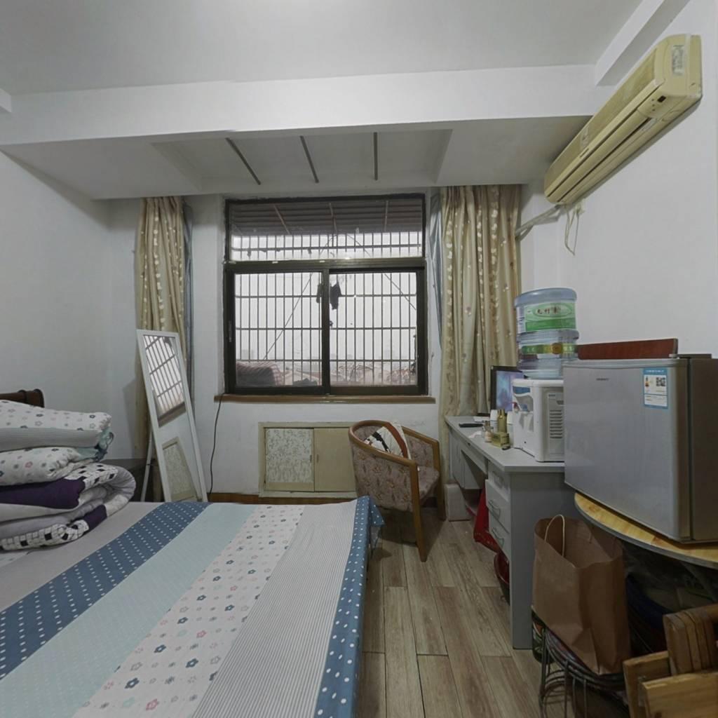 时代先锋公寓 1室0厅 西
