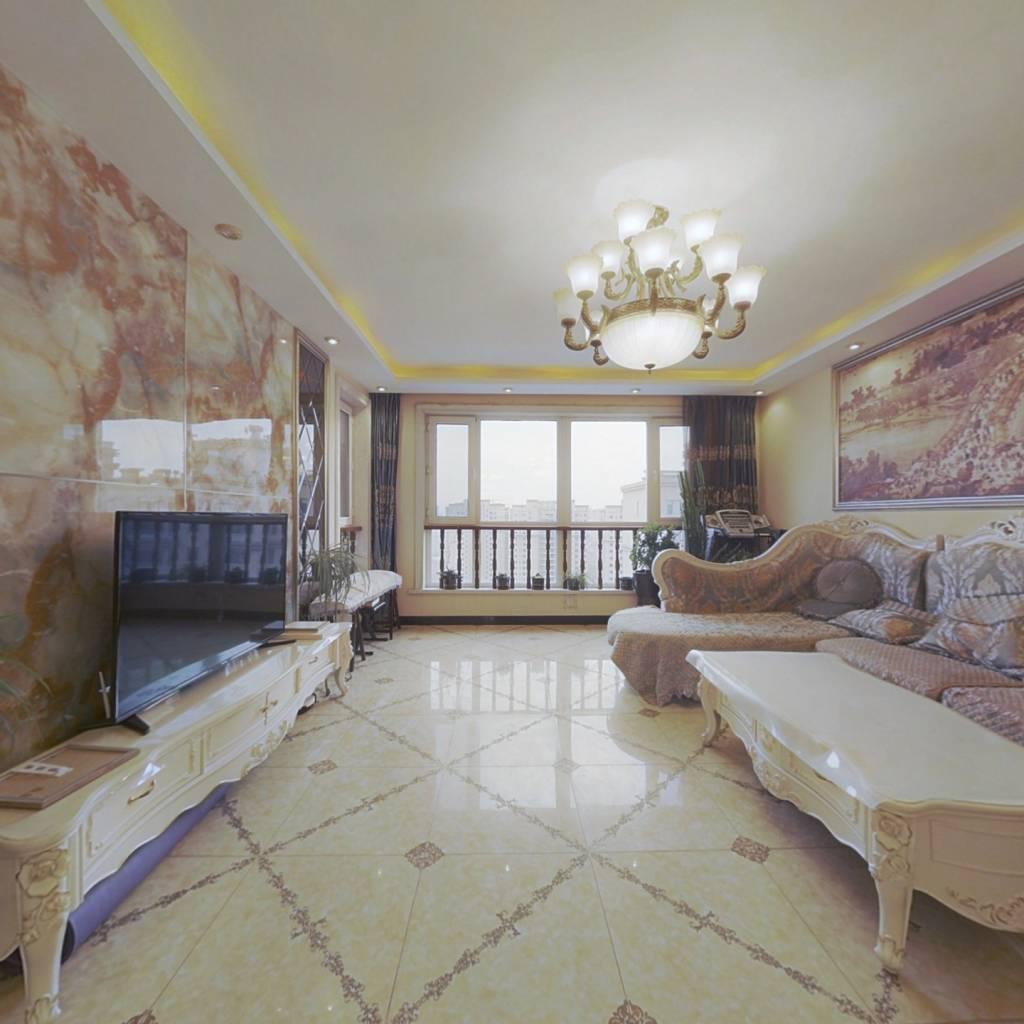 恒大悦府 大复式  使用面积315米  精装 三层5室 可谈