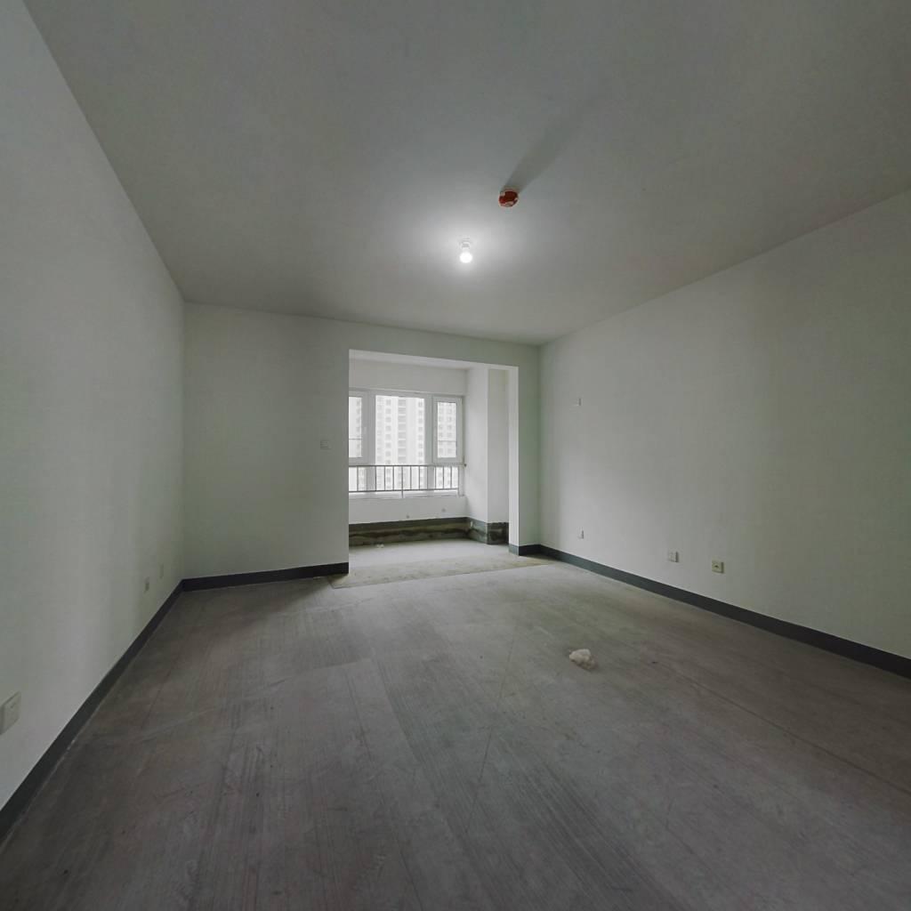 平层两代居  视野宽阔 含车位地下室诚心出售 看房方便