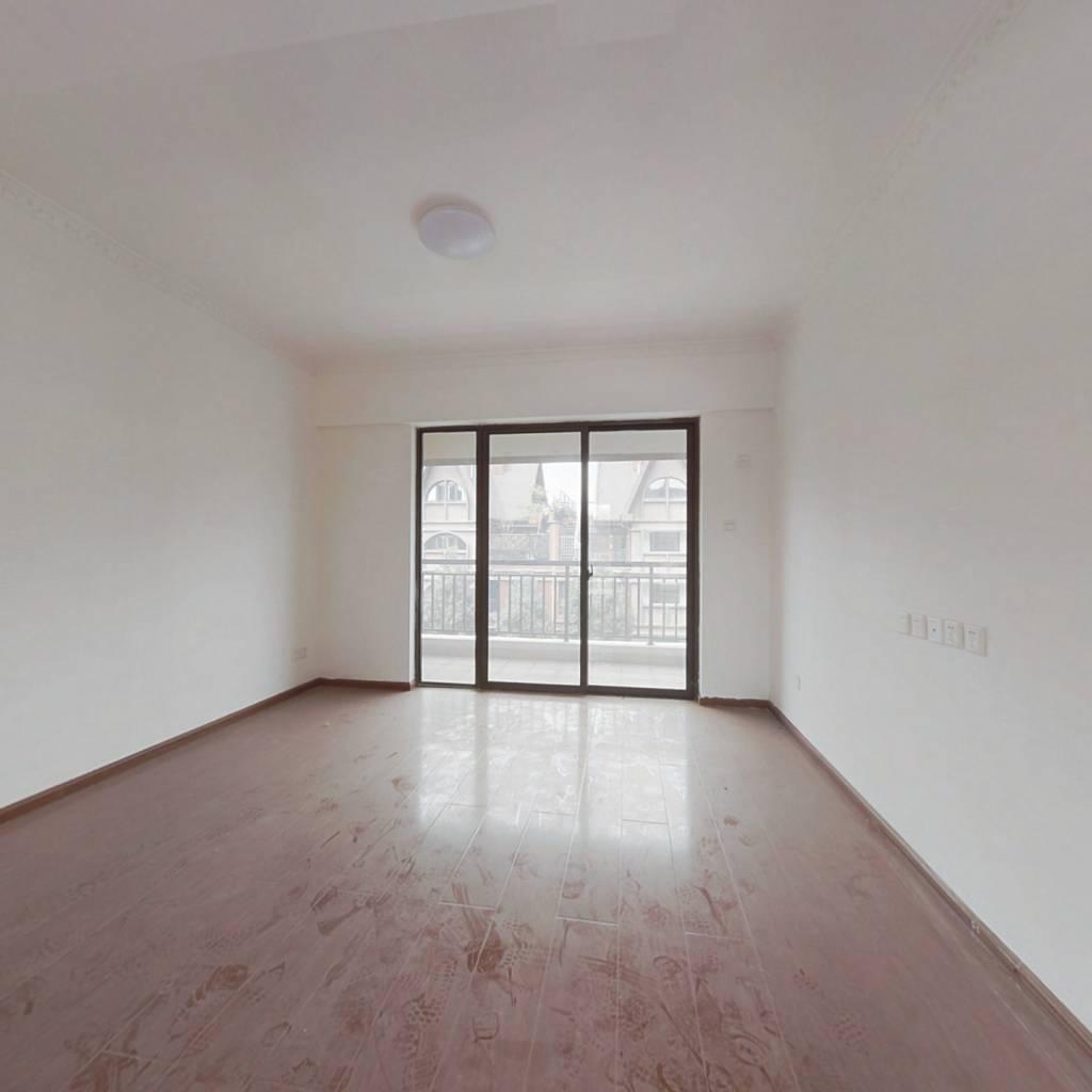洋房,楼层好,视野开阔。有独立阳台