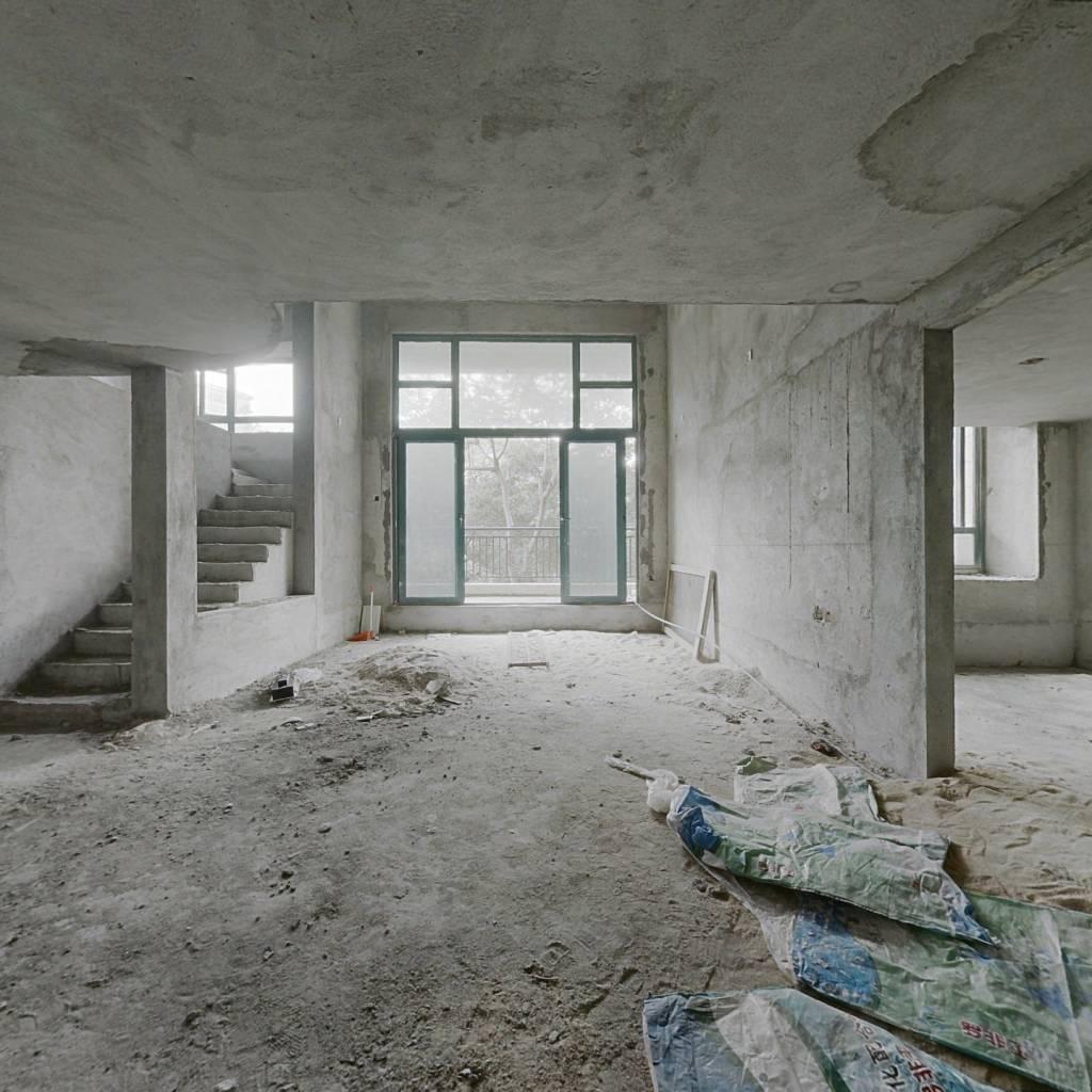 恒大山水城,中空复式7房,适合一家人居住