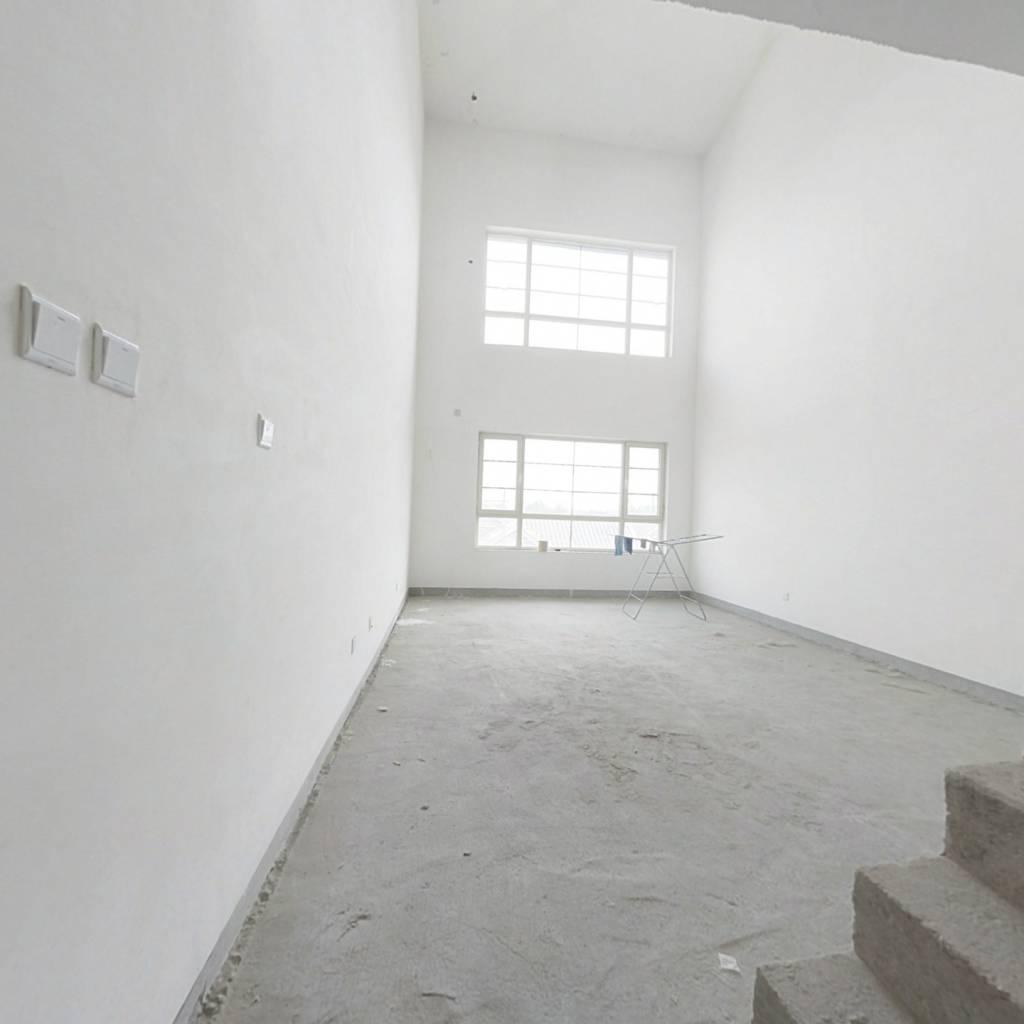 此房南北通透,电梯洋房,小区环境优美,安静