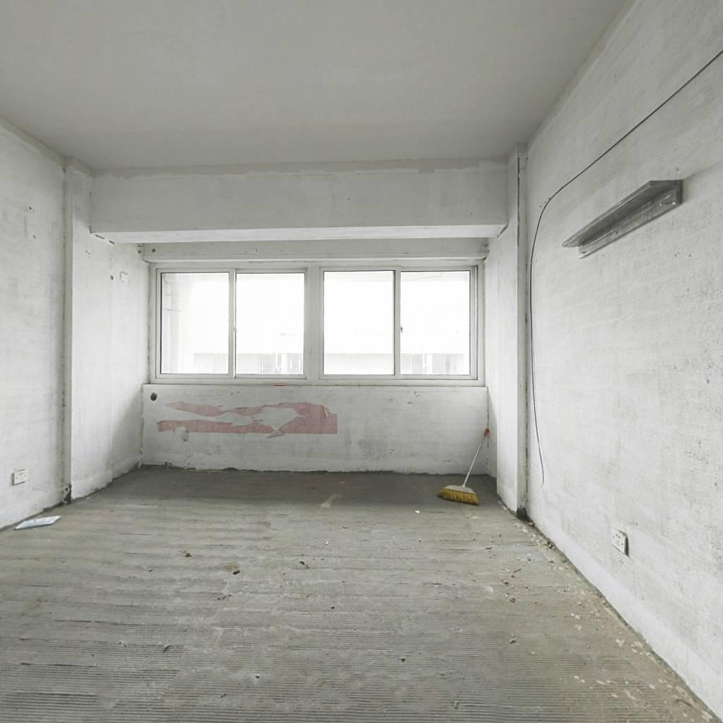 低总价现房,房东诚意出售 看房子方便學校方便配套全