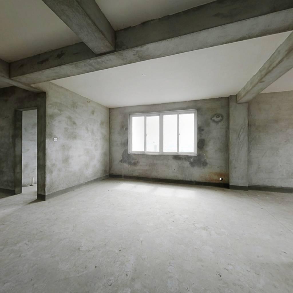 此房室毛坯,适合想自己大展审美的人。