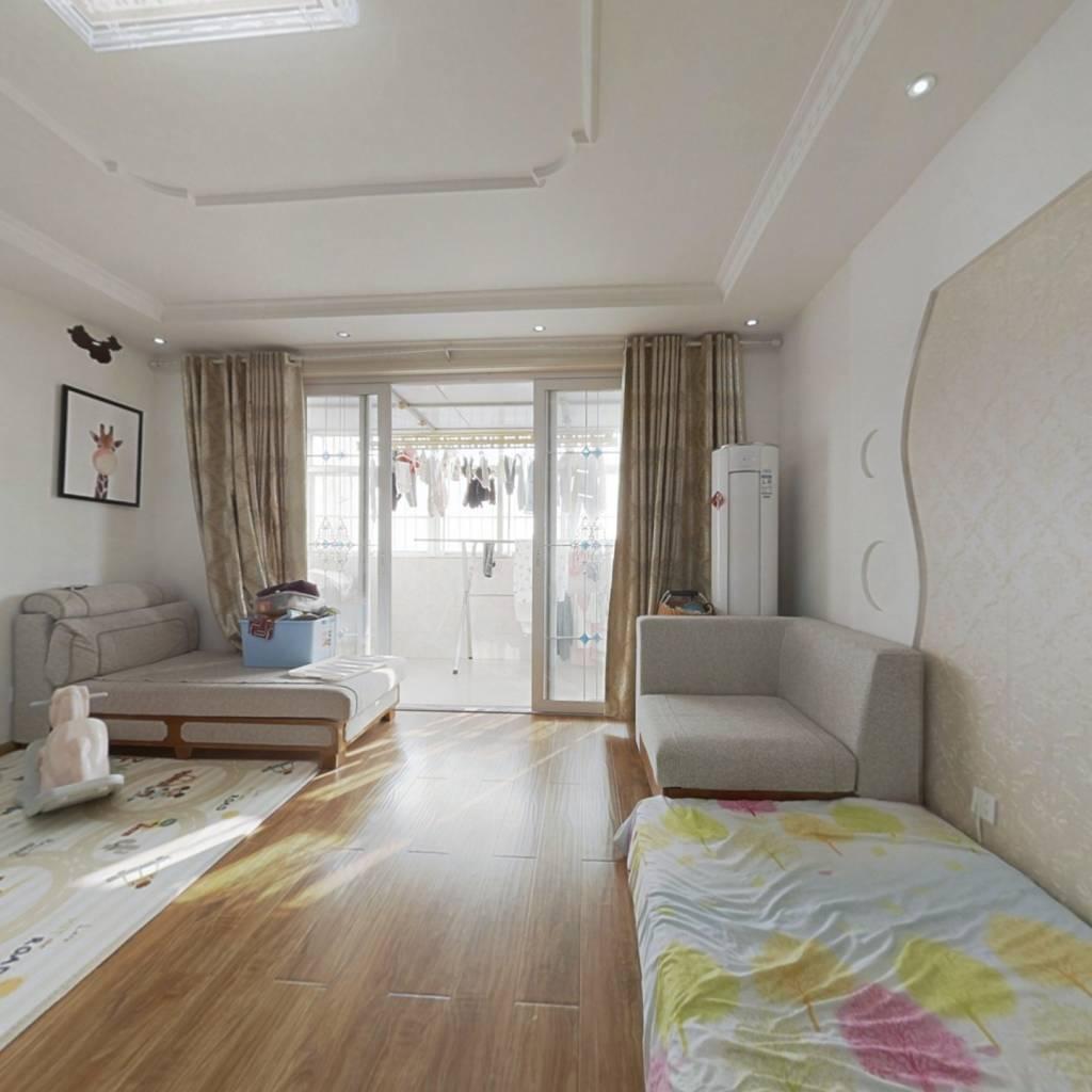 两室,带一个露台,精装修,看房联系