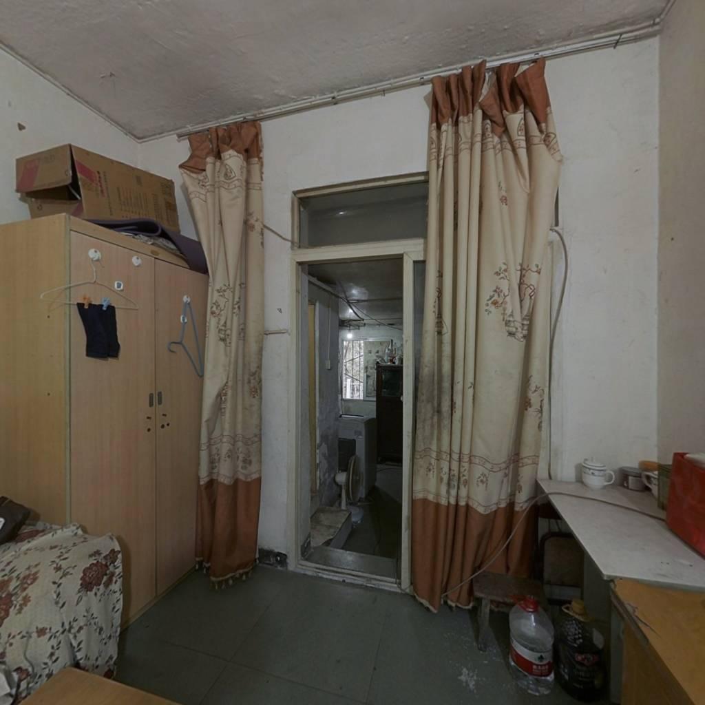 房子是大一室一厅,出脚方便,步行10钟到永辉