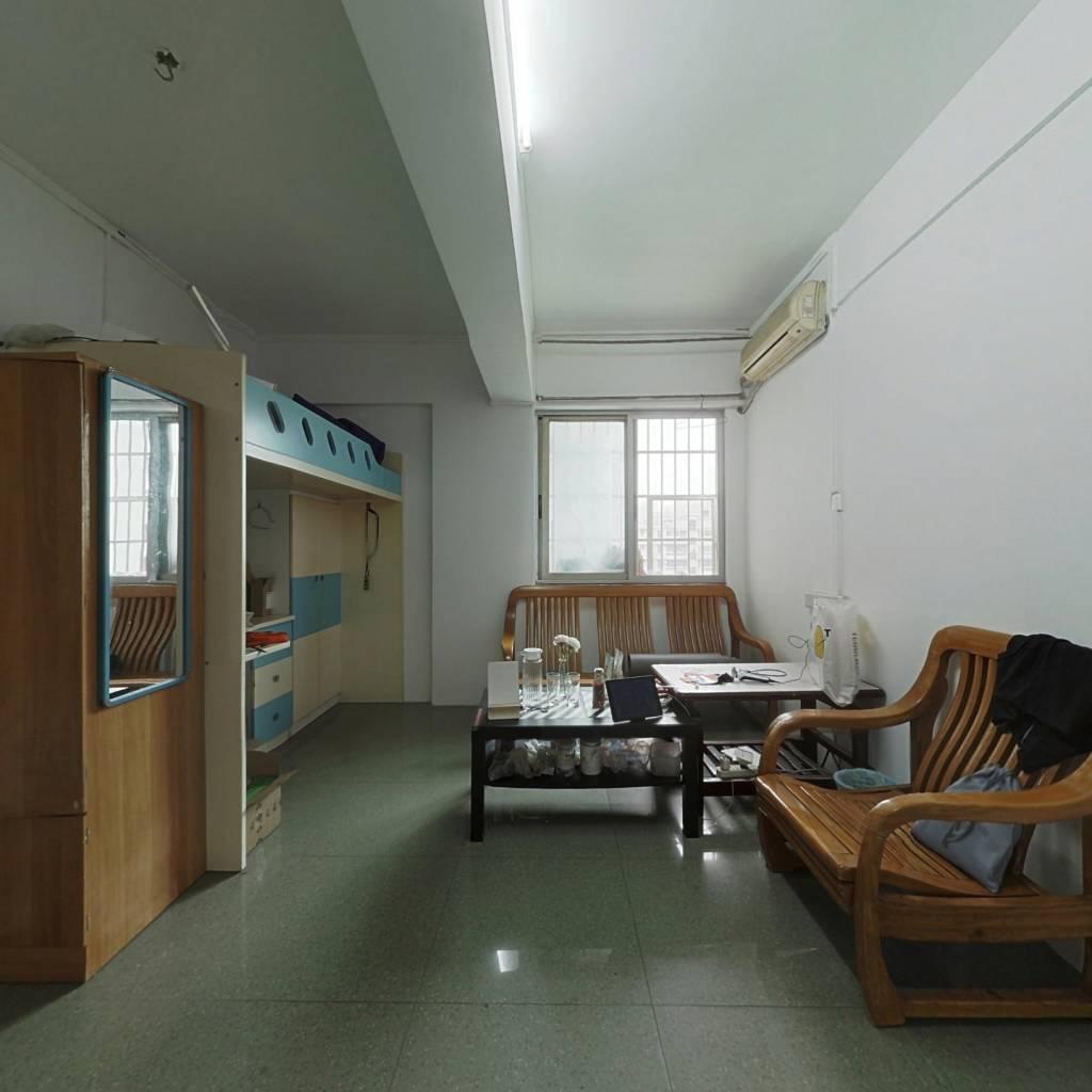 单身公寓 室内装修还算干净新 户型方正