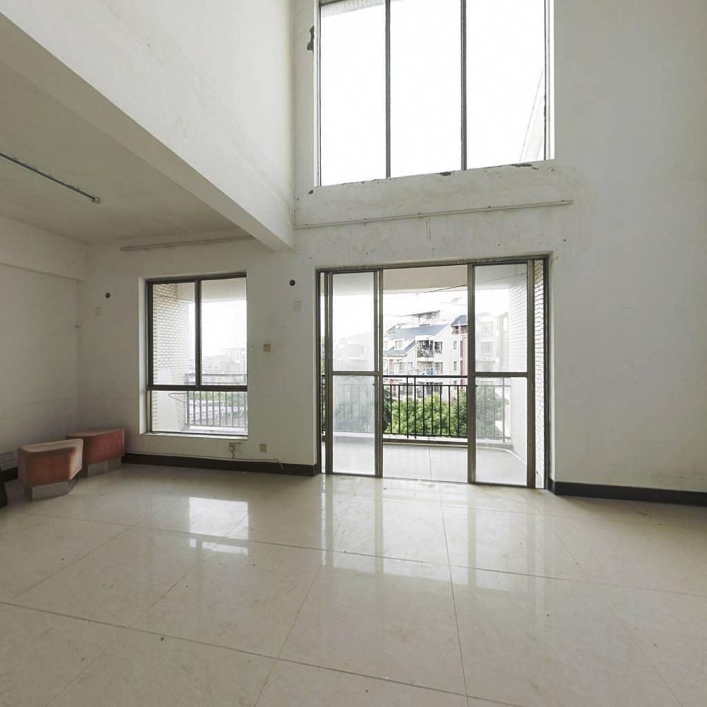 振宁翠峰197平六房楼中楼+近农贸市场+近公园近地铁