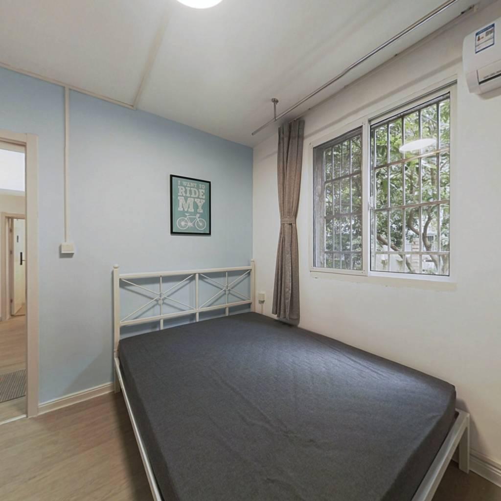 合租·翠苑三区 3室1厅 东卧室图