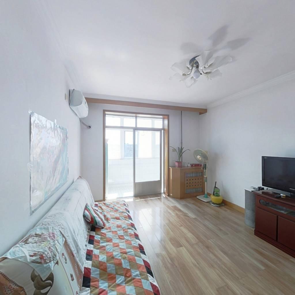 户型好,小三室,屋内采光好,小区内部配套完善