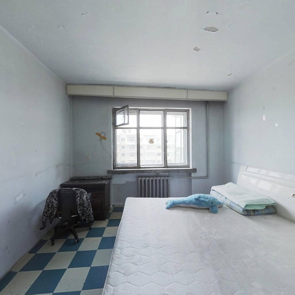 两室一厅 中间楼层   屋子采光好  适合居住