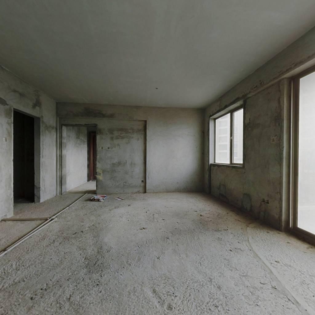 此房满二 格局通透 户型方正实用  业主诚心出售