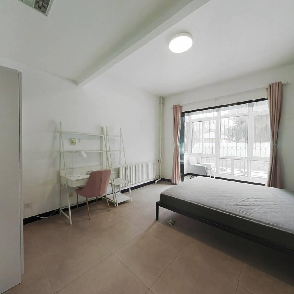 合租·九龙花园 5室1厅 南卧室图