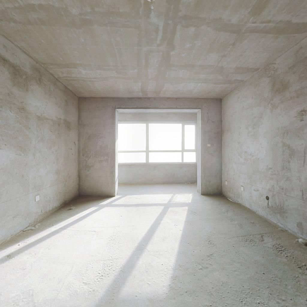 信誉楼 附 近 电梯房 大三室 毛坯随意装