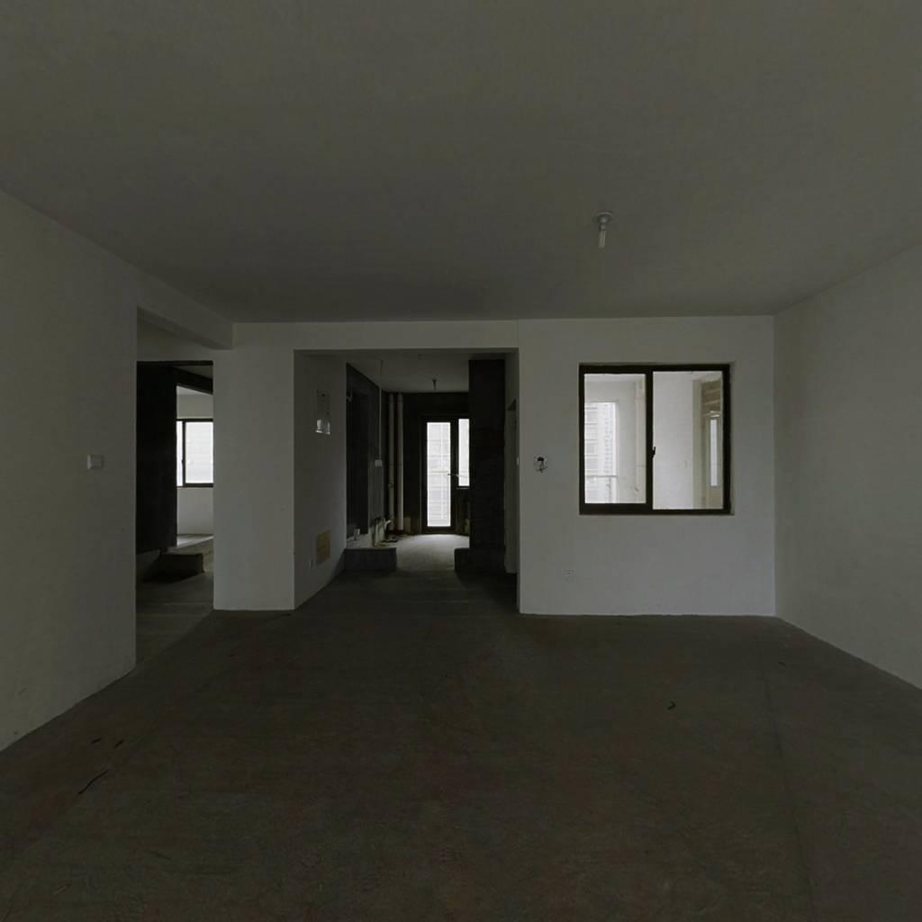 楼层好,视野宽阔,采光好,配套齐全,交通便利。