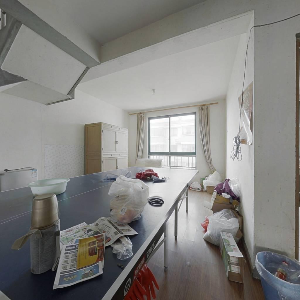 房子是复式,内附大楼台,满五年唯一,出行方便