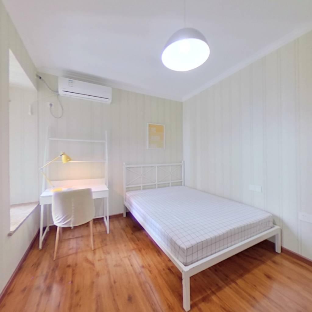 合租·电建地产盛世江城 4室1厅 西卧室图