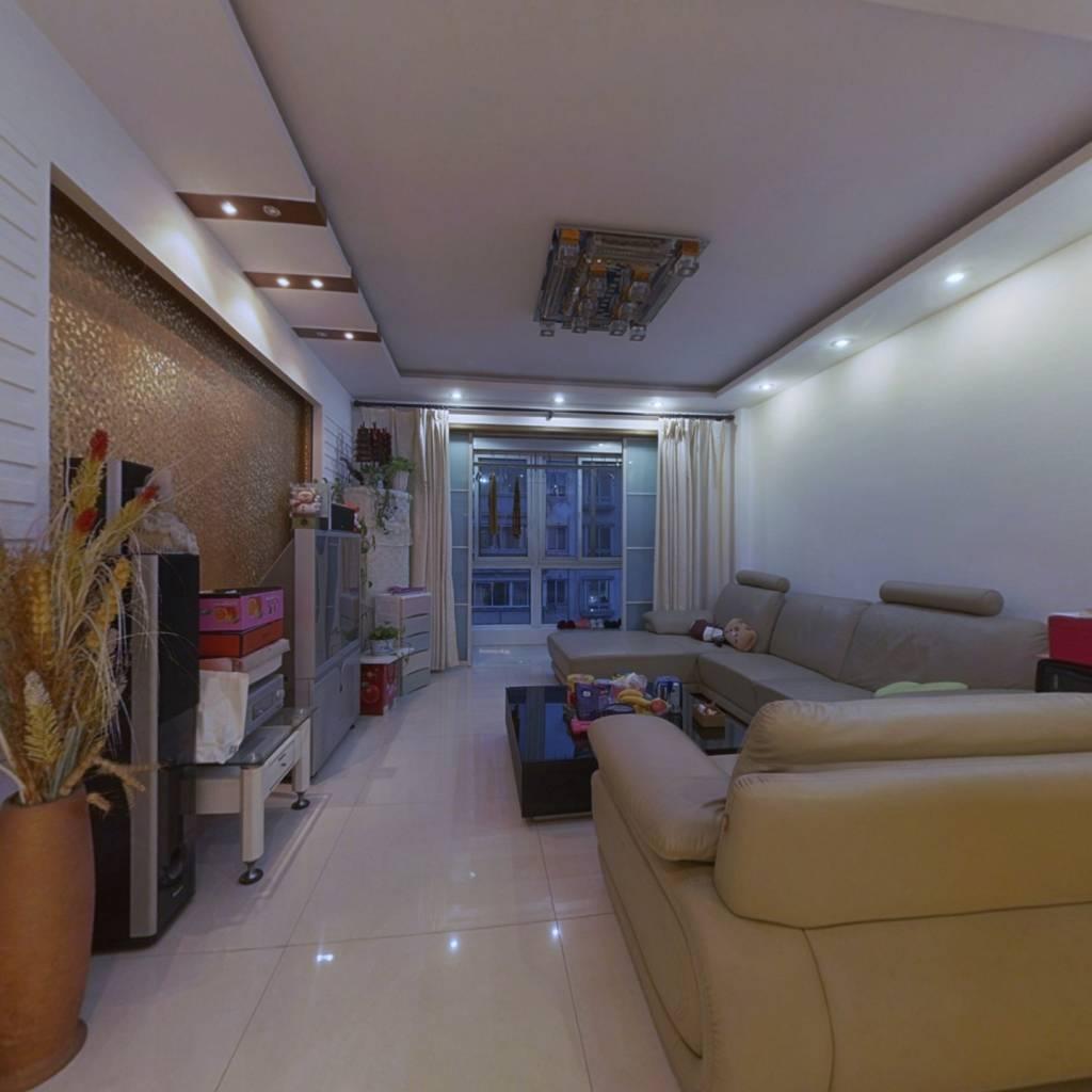 房子楼层好,小区中间位置,两卧室朝南,视野开阔