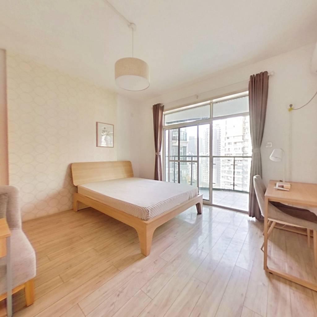 合租·日月华庭 4室1厅 南卧室图