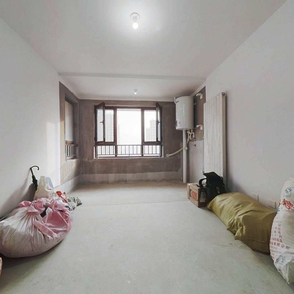 紧靠华山   97平小三室  南北通透  价格便宜 。