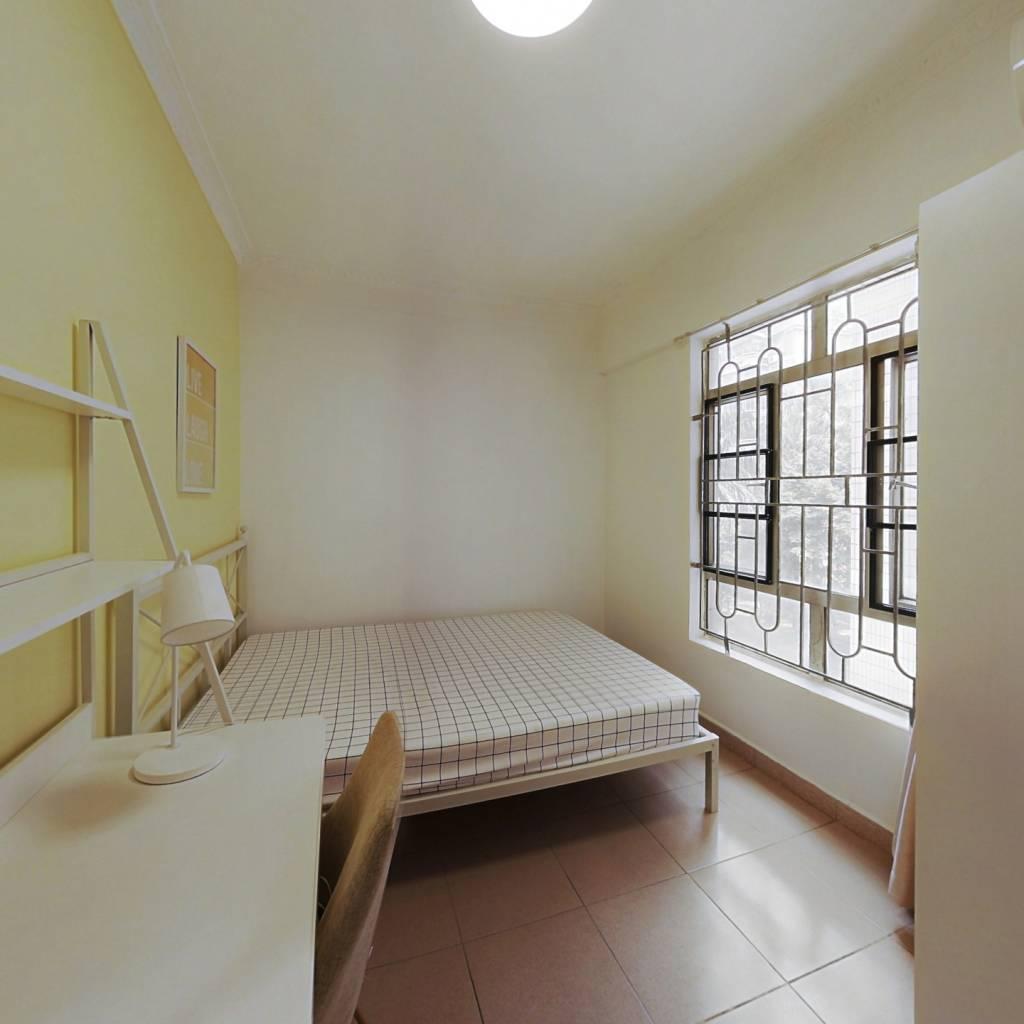 合租·广信春兰花园 4室1厅 南卧室图
