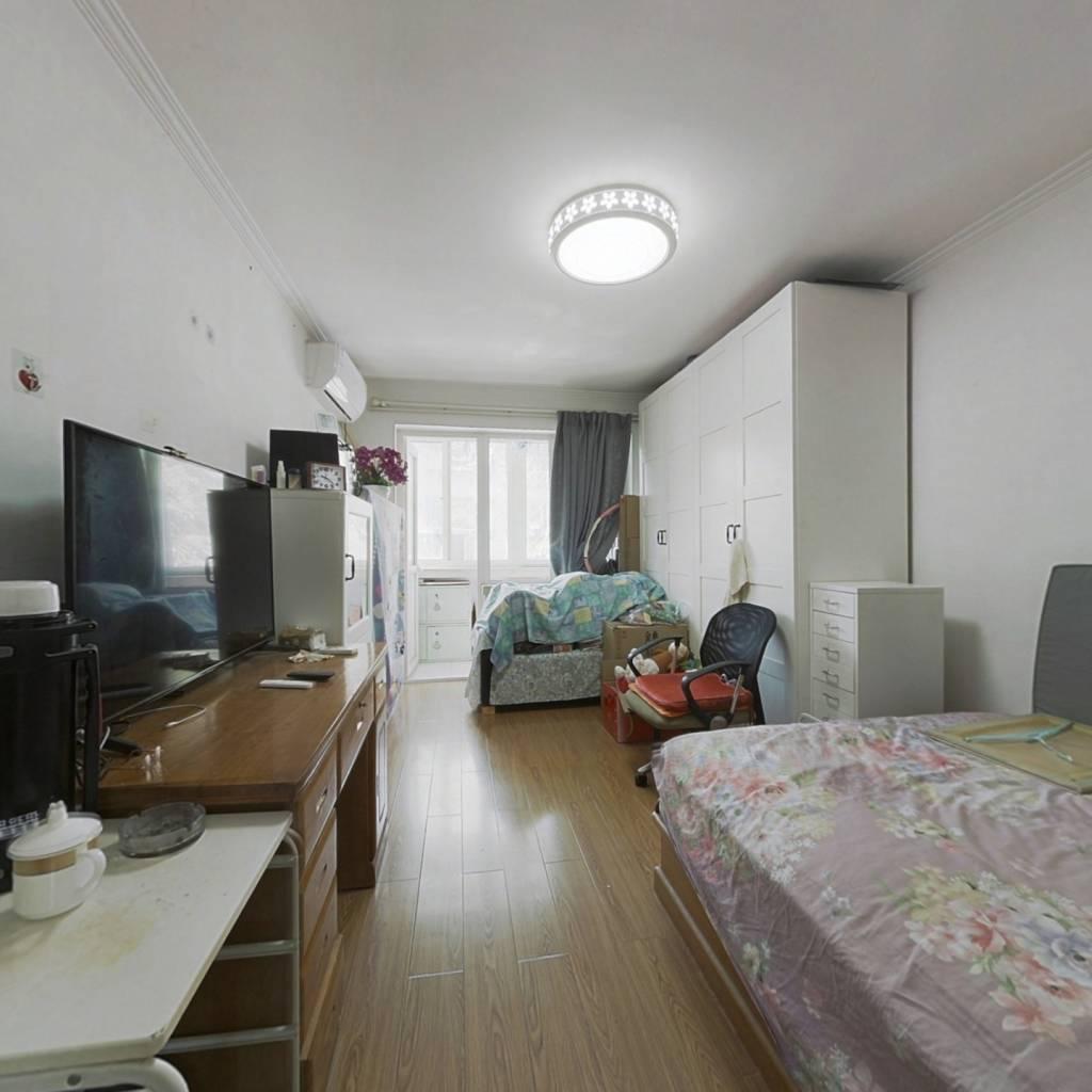 罗庄南里南北通透的一居室,全明格局,精装修。