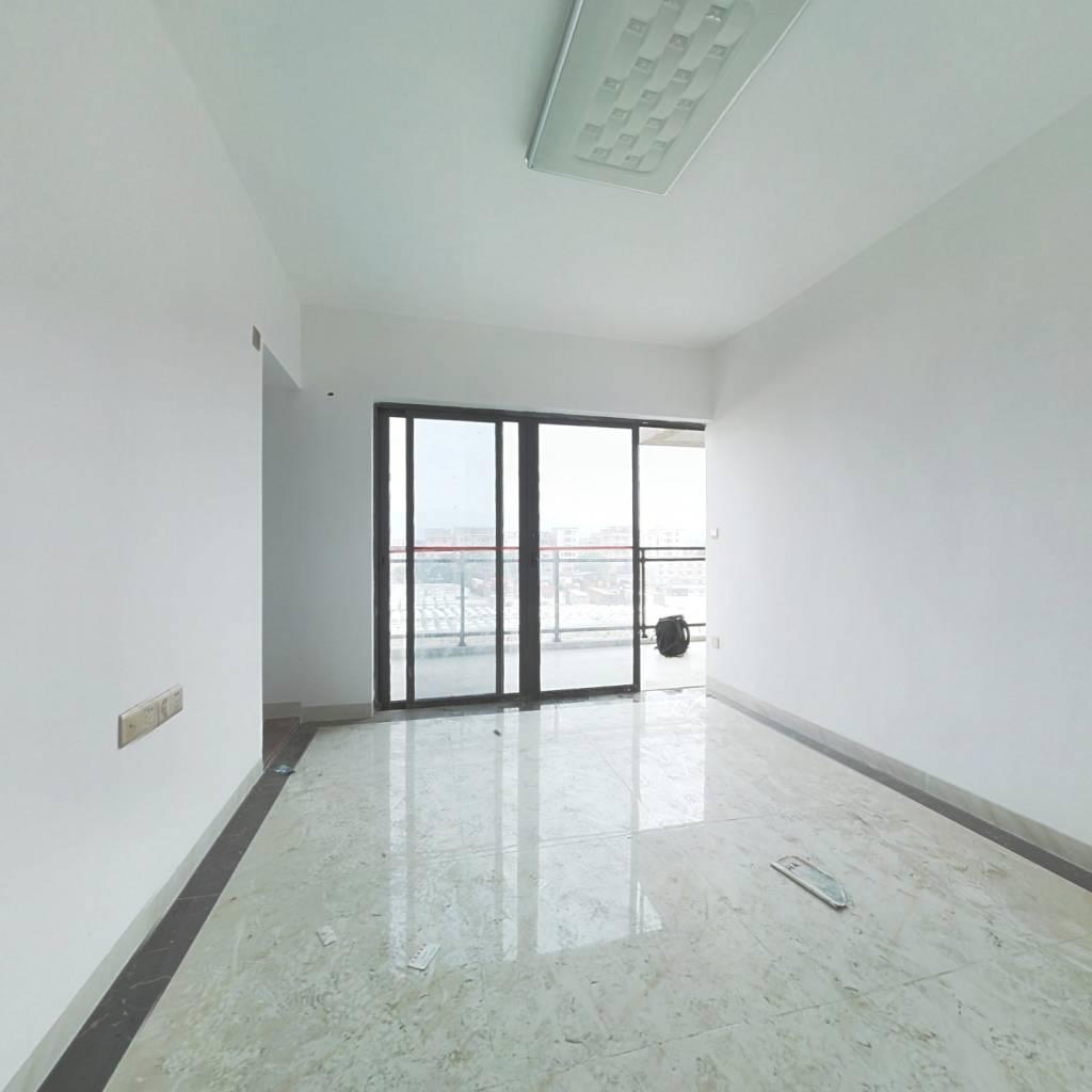 此房朝向好,户型方正,业主诚心出售,交通便利。