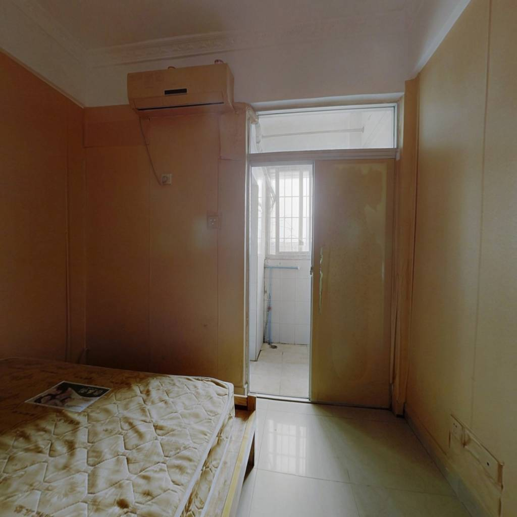 有红本公寓住宅,50年产权,看房方便。.............