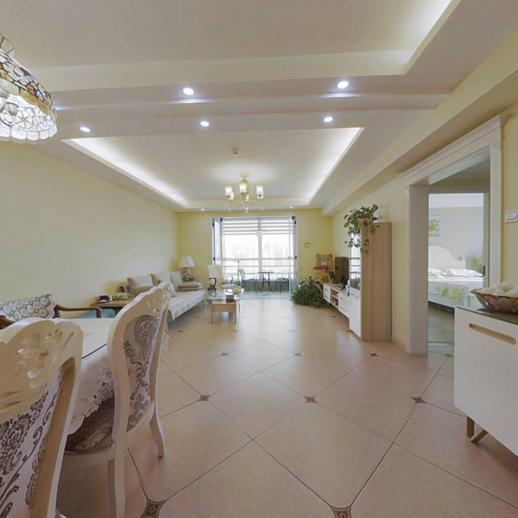 英特公寓:精装大二居,楼层好,视野开阔,交通便利
