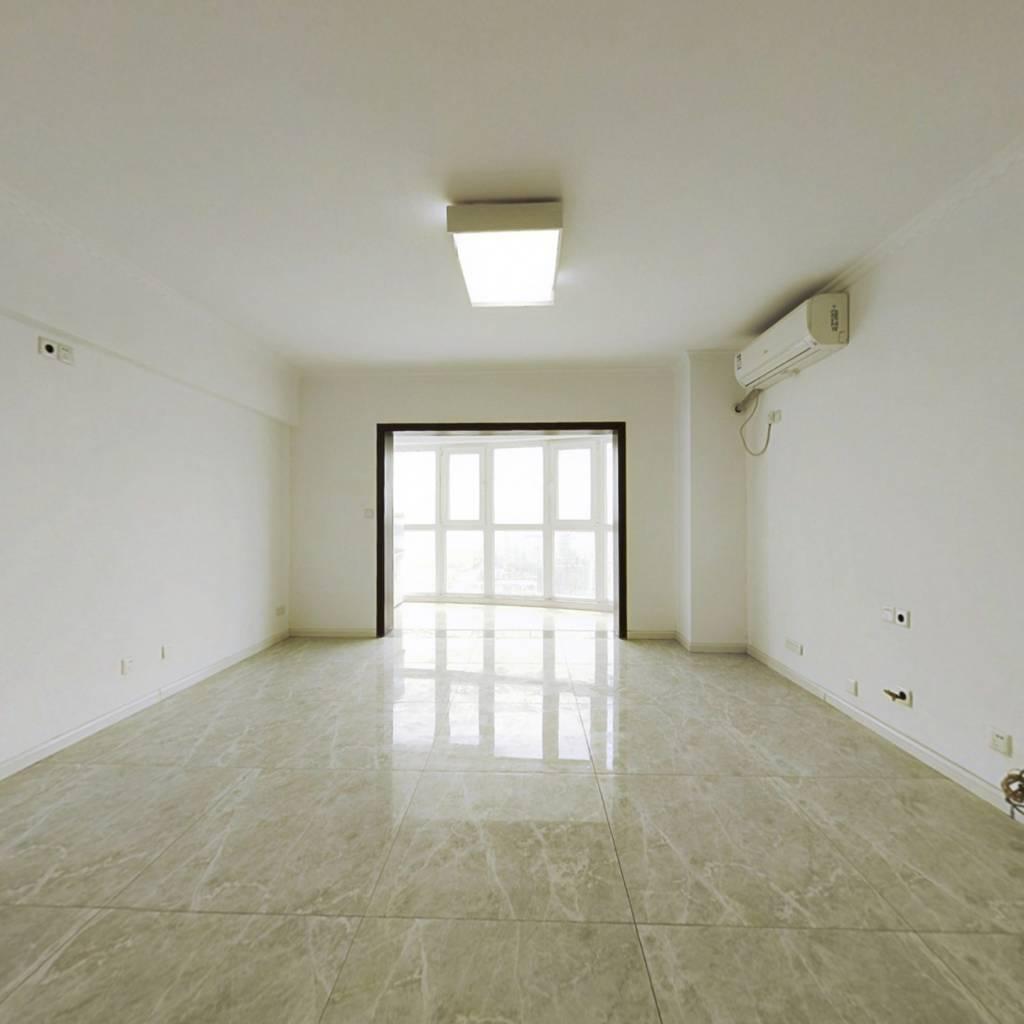 全新自住装修,超大居室空间,采光超赞无遮挡
