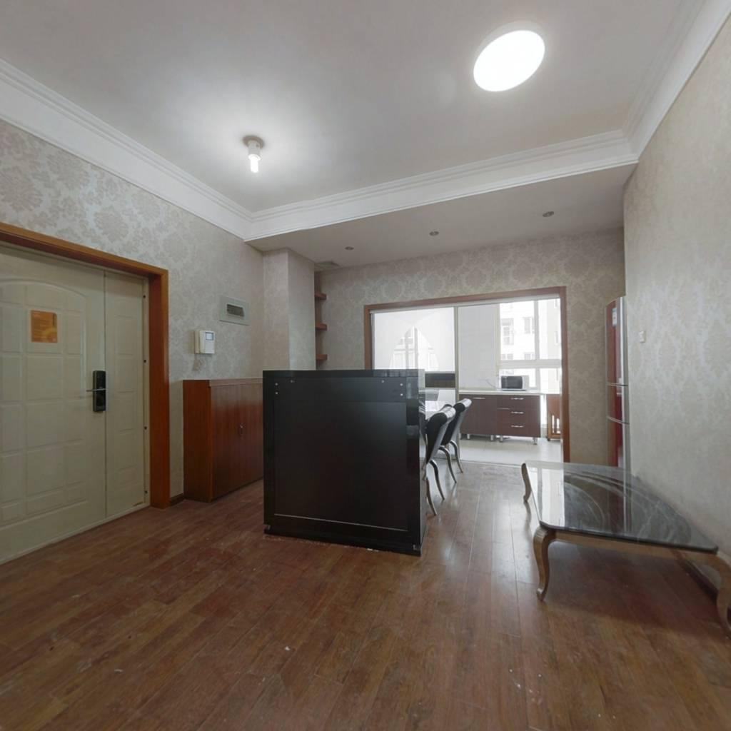 四室两卫户型明厨明卫,中间楼层客厅带阳台,通透户型