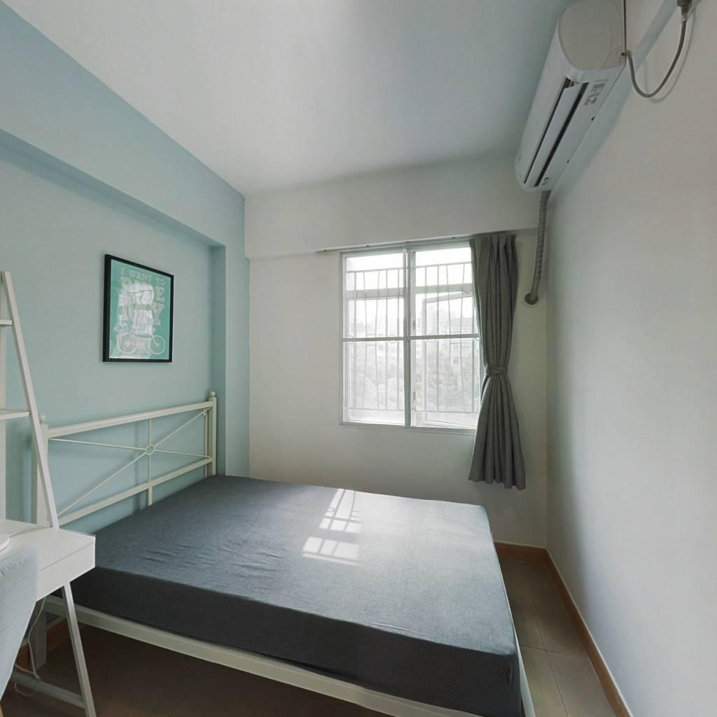 合租·芳华花园洛湖居 4室1厅 东卧室图