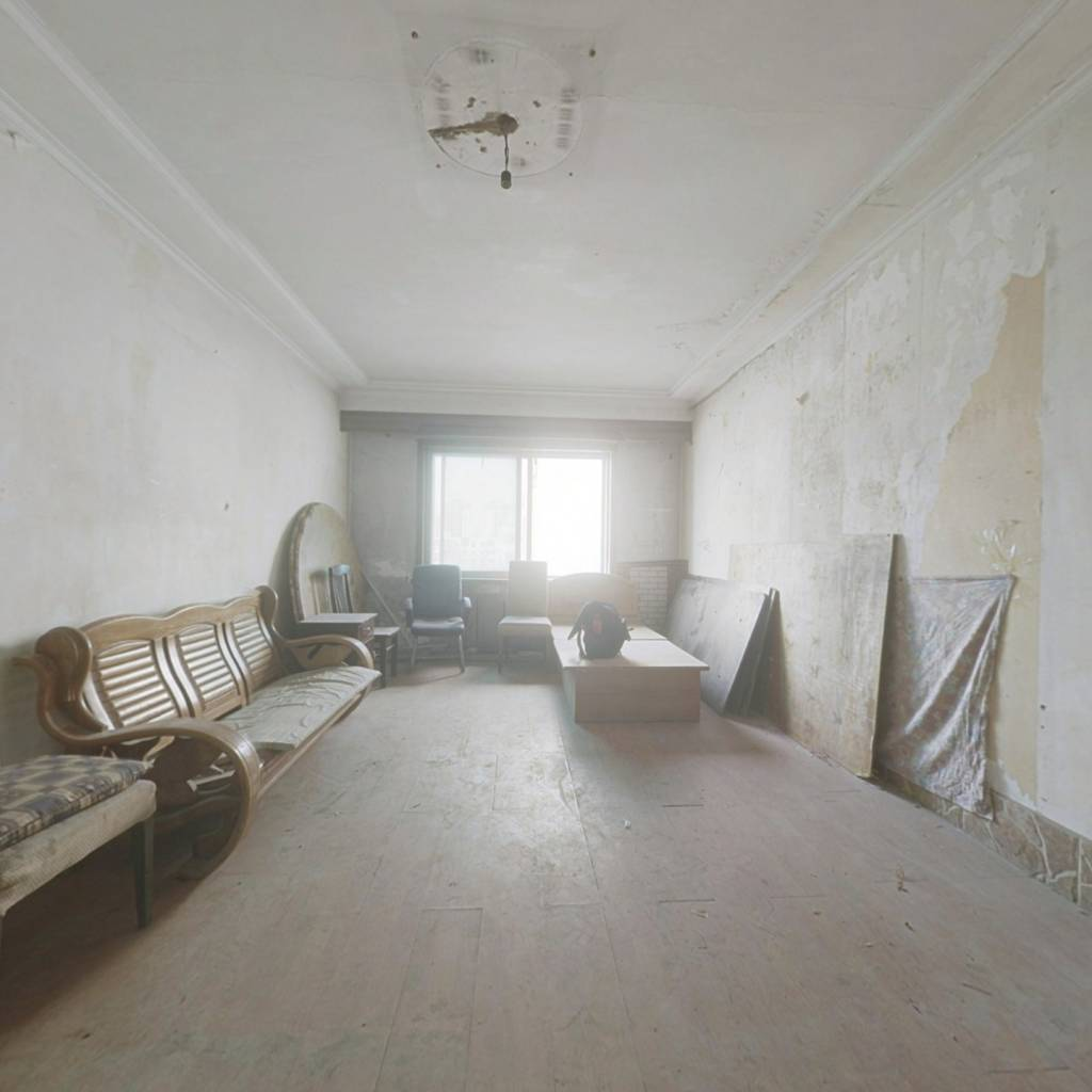 此房屋满五,房屋保持情况完好无损,采光充足.