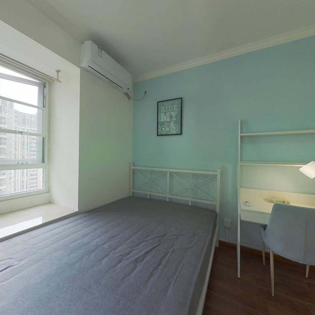 合租·泛悦城市广场 4室1厅 西卧室图