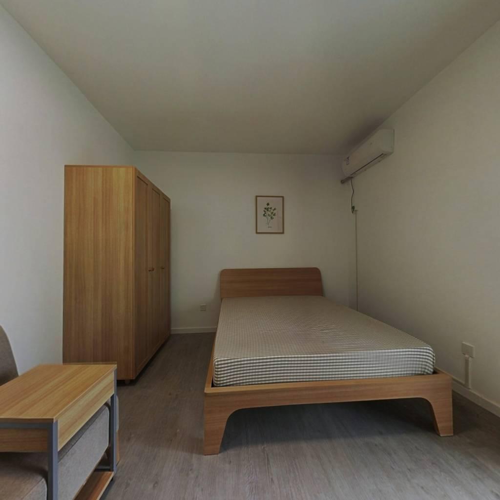 合租·花样年花郡 4室1厅 北卧室图
