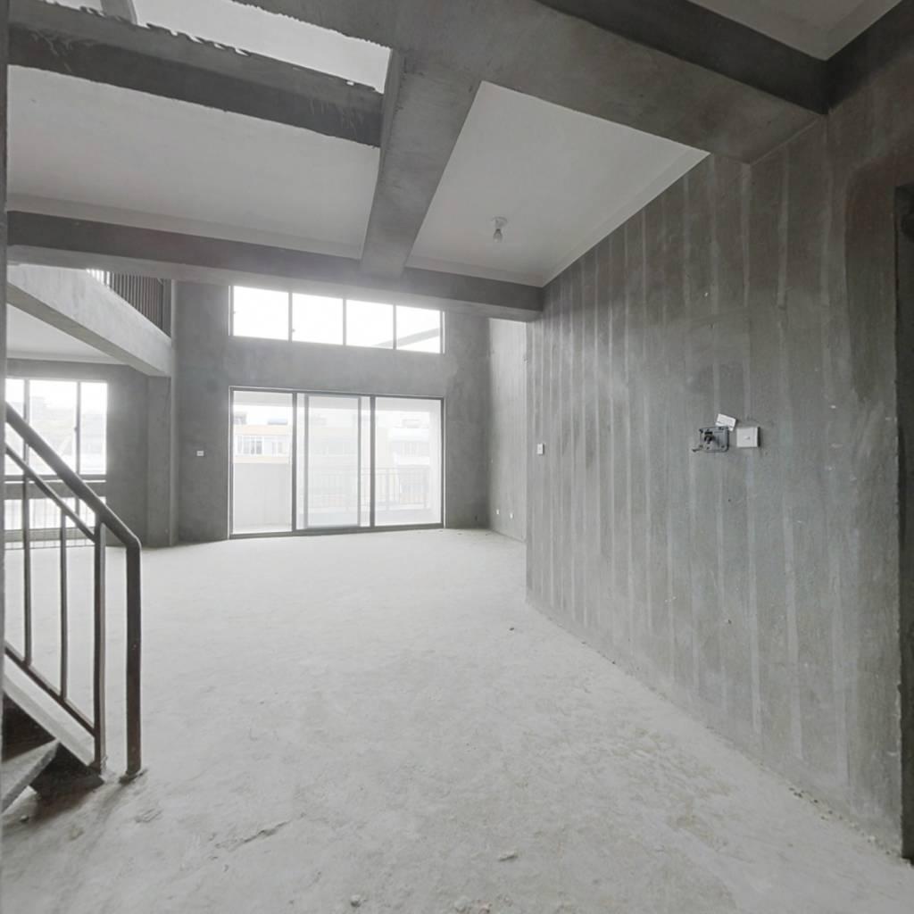 南湖景区旁,电梯复式,全新毛坯,沿河景观房,随时看