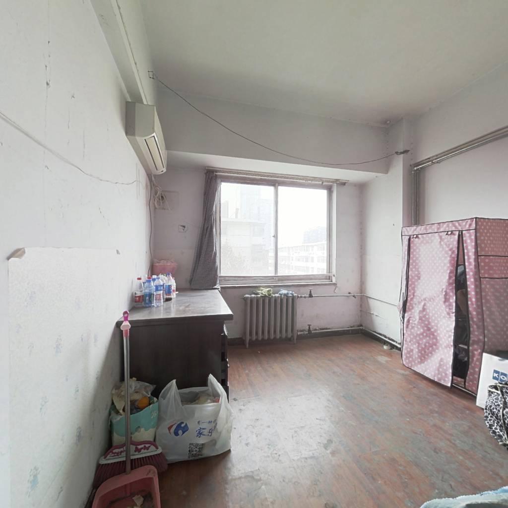 此房是住宅本,70年产权,总价低