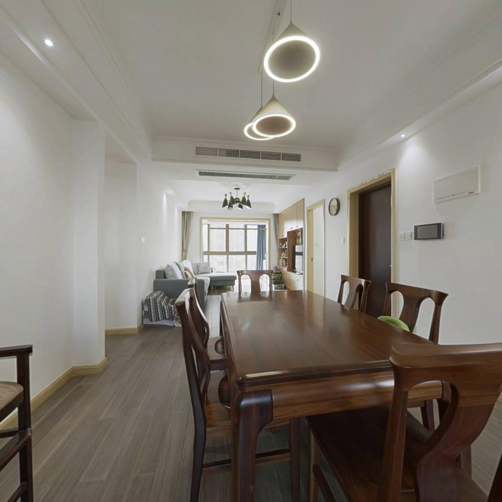 楼层合适,一线江景,拎包入住,环境舒适