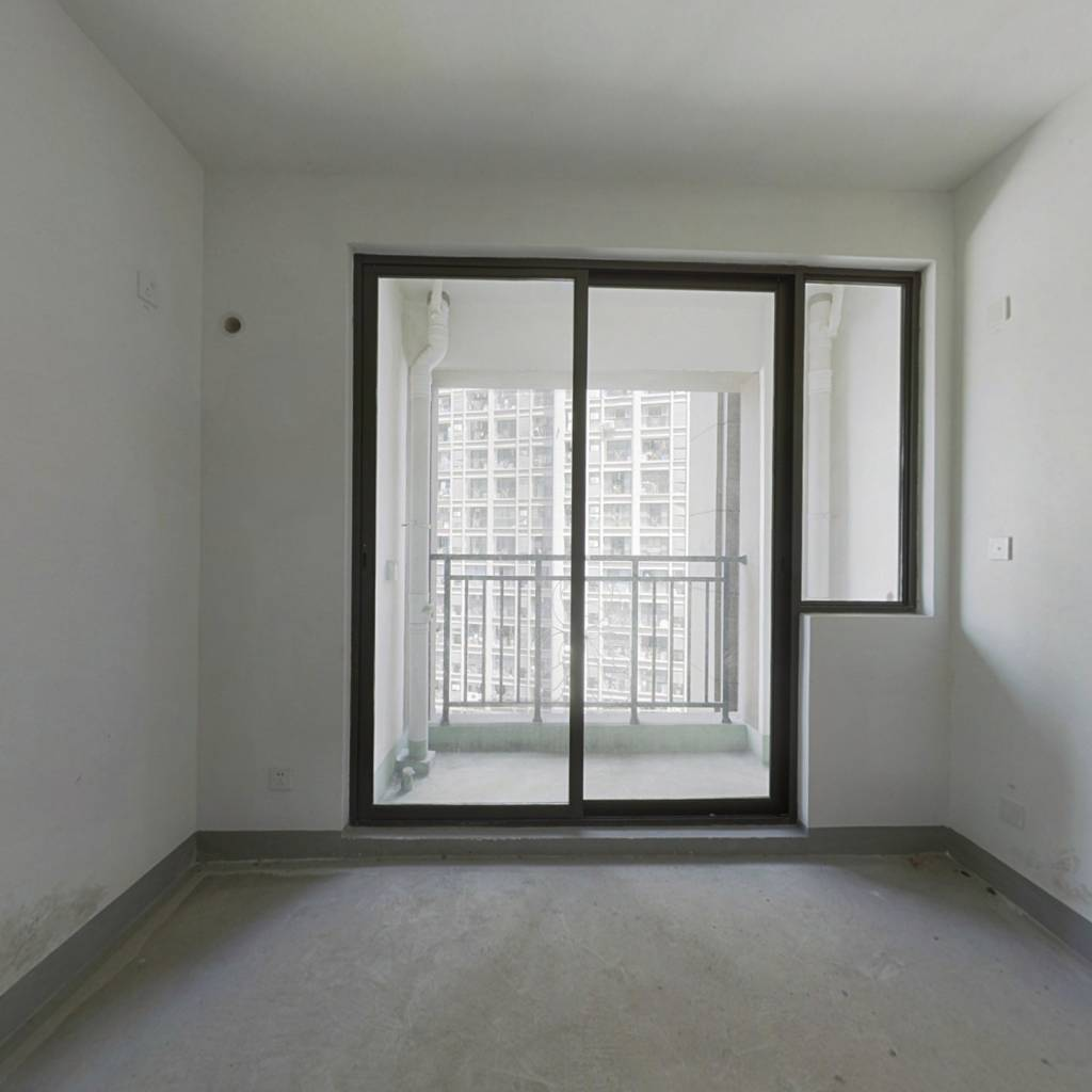 世茂二期 单身公寓 一室32万