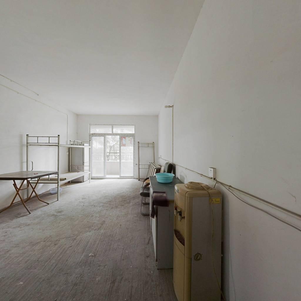 此房满两年,楼层好,采光充足,配套齐全,交通便利