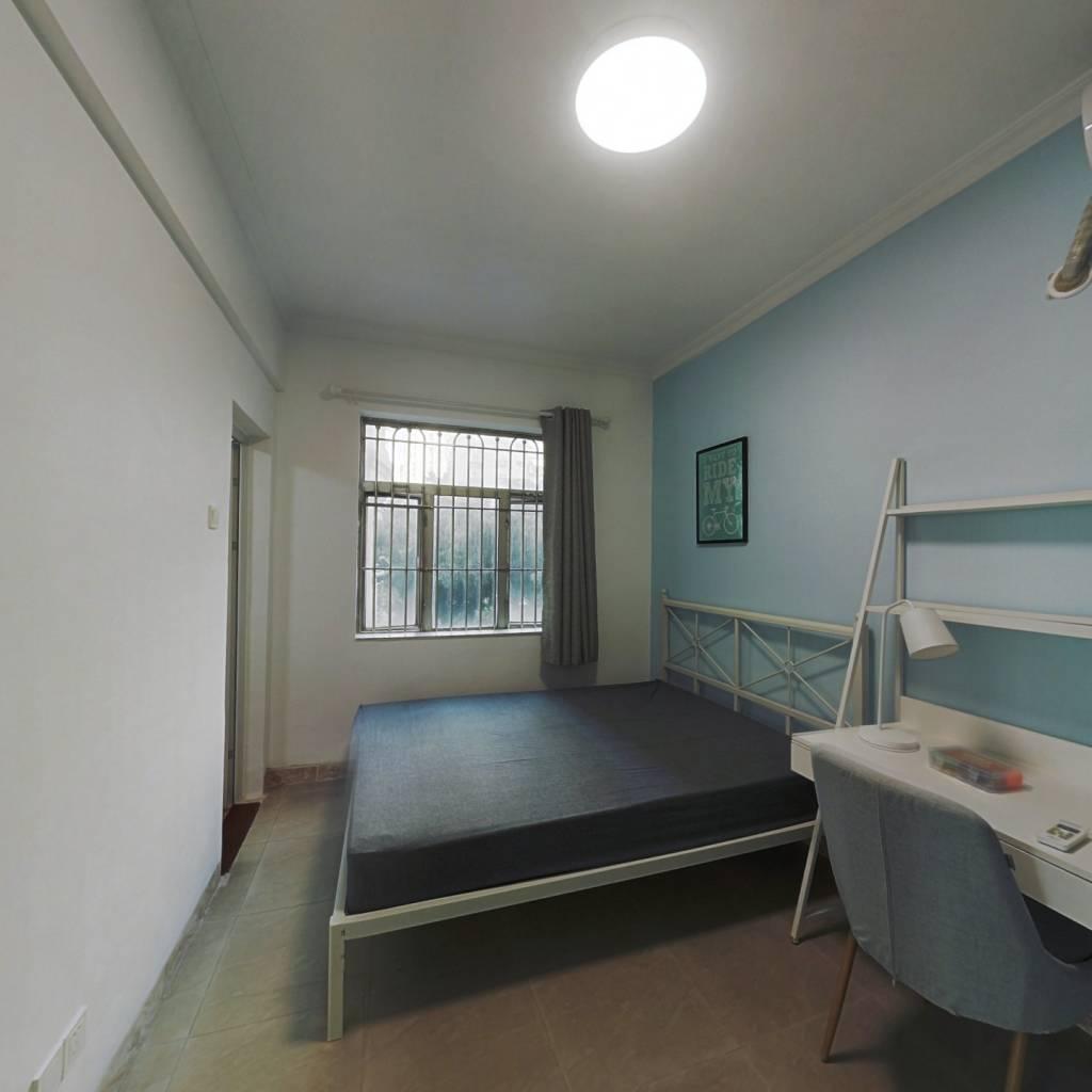 合租·金碧花园第一金碧 4室1厅 南卧室图