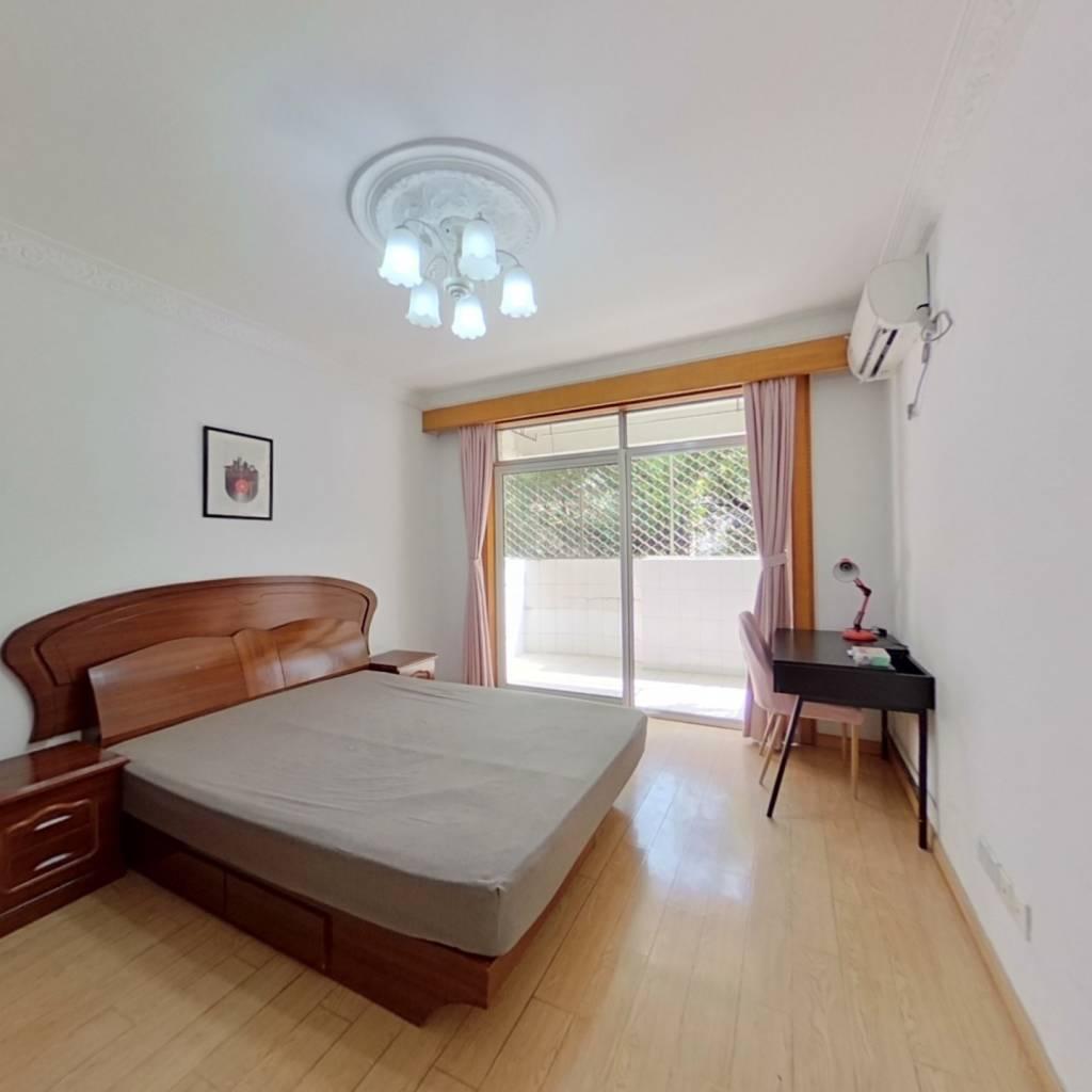 合租·昌里花园 4室1厅 东卧室图