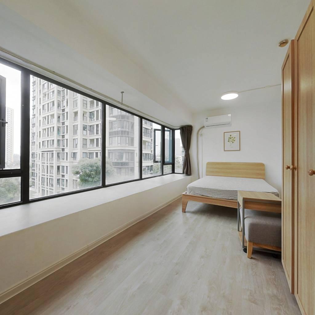 合租·龙湖水晶郦城 4室1厅 南卧室图