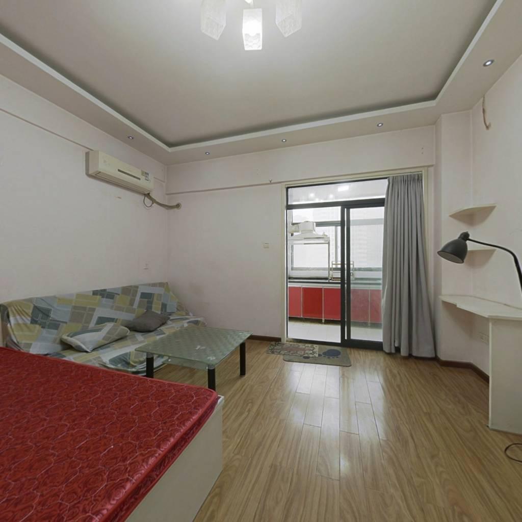 宝龙精装一室 满五唯一 中间楼层 70年住宅支持各种贷