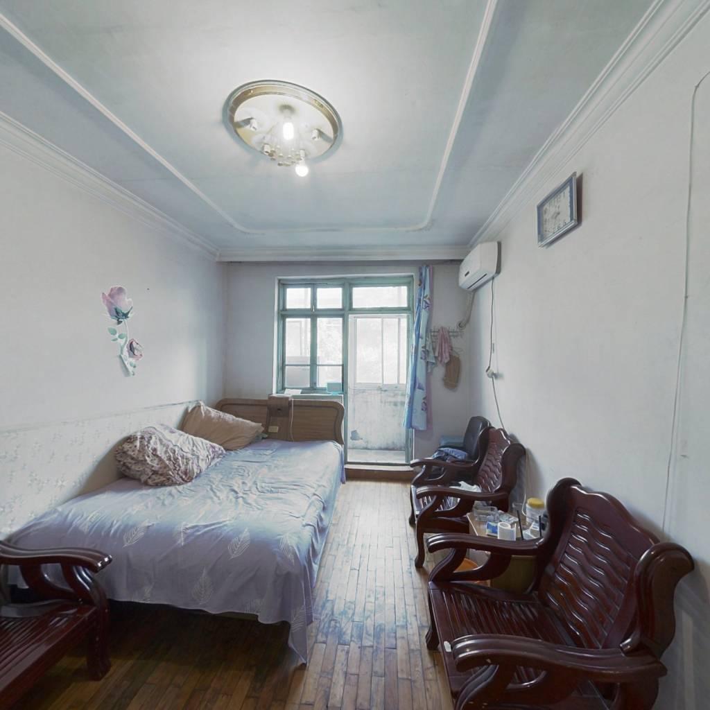 五方里 3楼三室一厅 满两年 位置好 带租户 能贷款