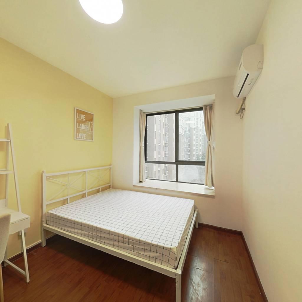 合租·新里维多利亚公寓 4室1厅 西卧室图