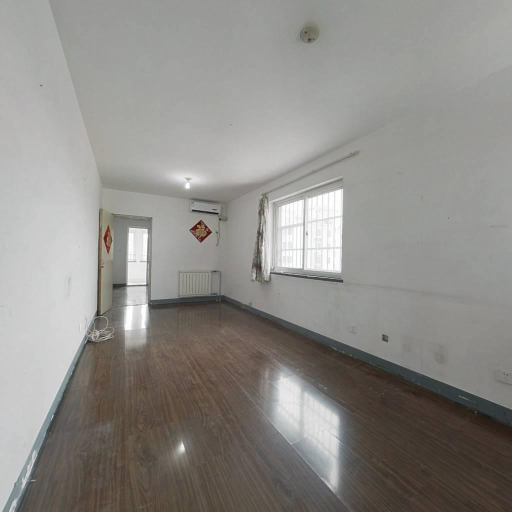 经一路北邻,茂新新区,中间楼层三居室,看房有钥匙