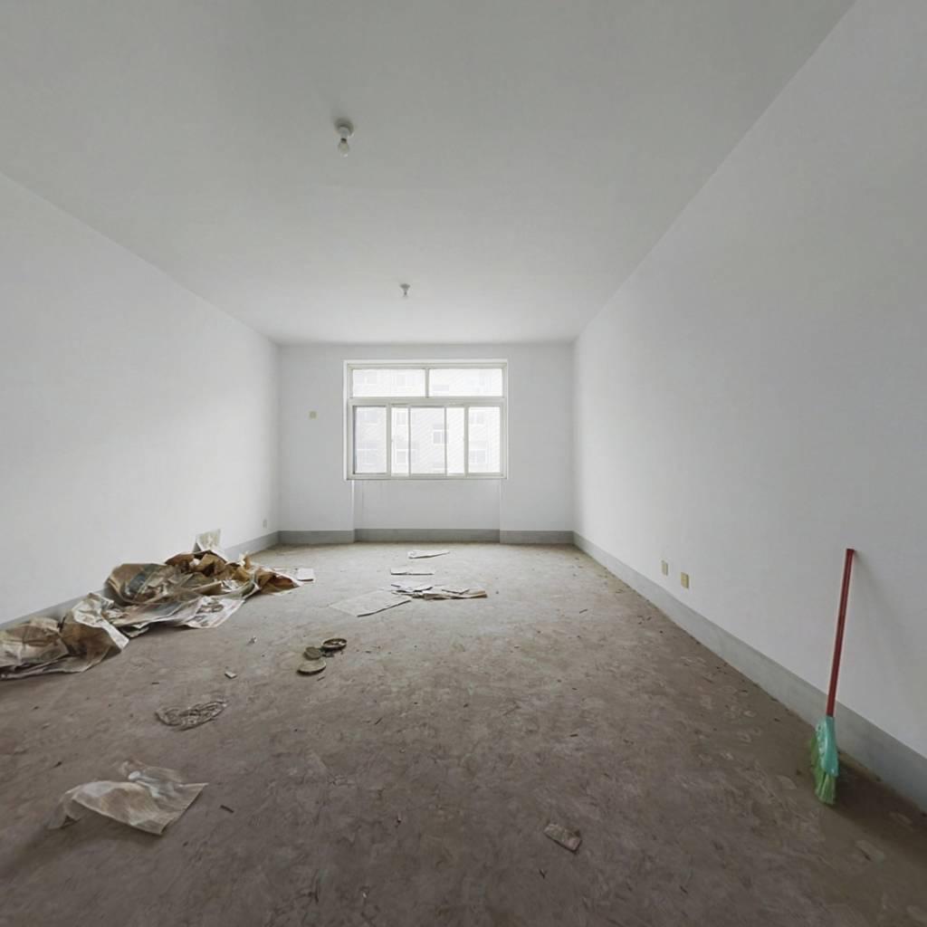 房东置换,诚心出售,价格可谈,精装修 两室向阳