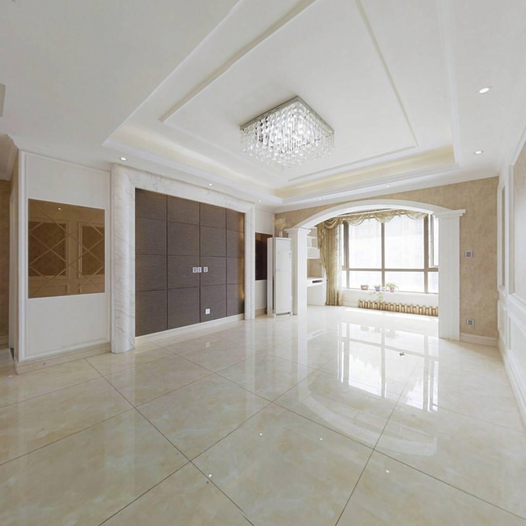 蓝堡湾二期南院125平 精装三房 中间楼层 地暖